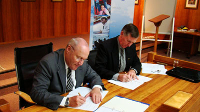 Treasurer Michael Aird and Mayor Tony Foster sign the protocol arrangements for the second partnership agreement.