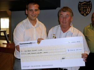 Ivan Jozeljic, left, OBCC member and Commonwealth Bank employee presents OBCC Treasurer Garry Faulks with a $1,000 grant cheque at the Club's annual dinner.